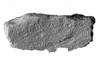 Front elevation view of decorated kerbstone 10, Knowth
