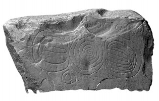 Front elevation view of decorated kerbstone 15, Knowth