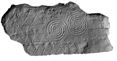 Front elevation view o decorated kerbstone 67, Newgrange